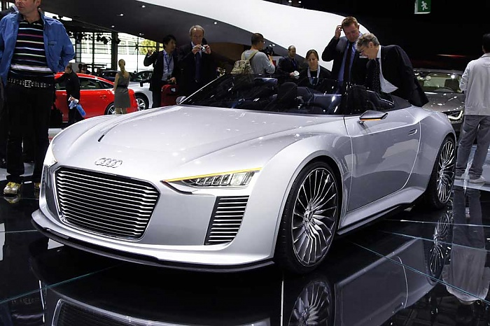 Audi e-tron Spyder at Paris-2010